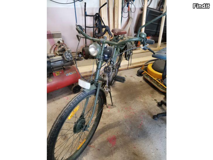Myydään Antiikkipyörä moottorilla
