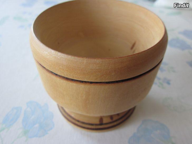 Säljes Skål eller kopp i trä med fot