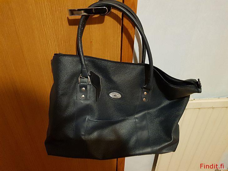 Säljes Ny stor väska och börs