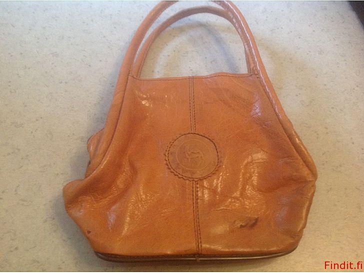 Myydään Pieni käsilaukku