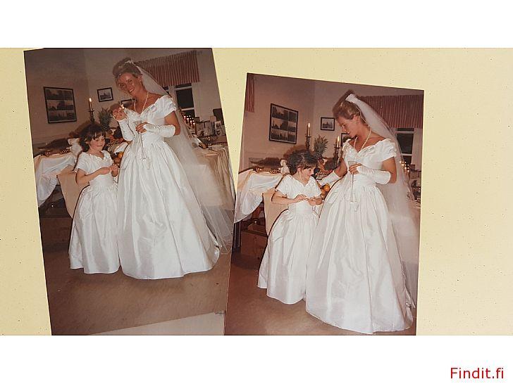 Säljes Brudklänning. Fynd. Mycket vacker brudklänning, slöja och näbbklänning. Päls