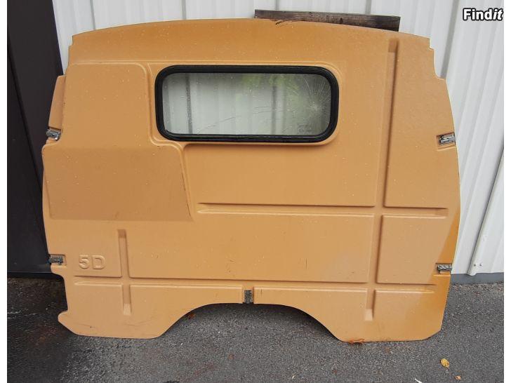 Myydään Toyota Hiace 83-89, tavaratilan väliseinä