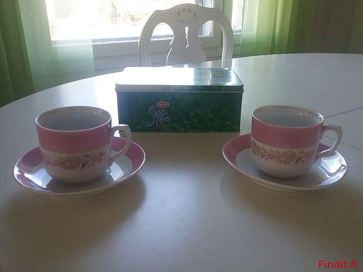 Säljes 2st Vackra rosa tekoppar/ kaffekoppar