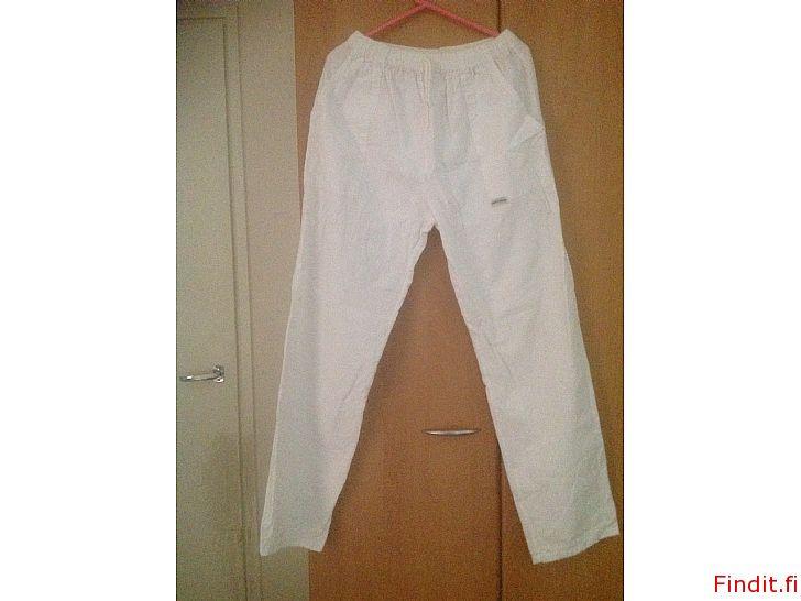 Myydään Naisten valkoiset housut M-koko