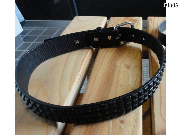 Myydään Musta niittivyö 65 - 75 cm