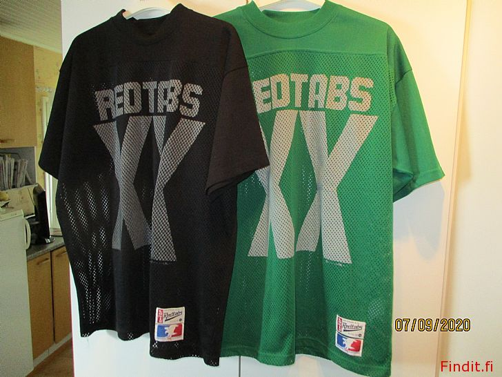 Myydään Musta Levis t-paita