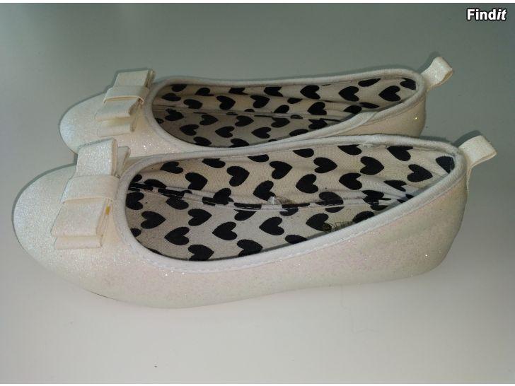 Säljes Söta fin skor 3