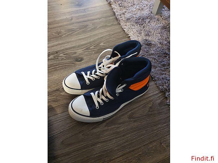 Säljes Converse skor nya 44
