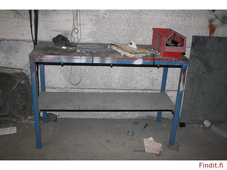 Säljes Arbetsbord till garage eller verkstad
