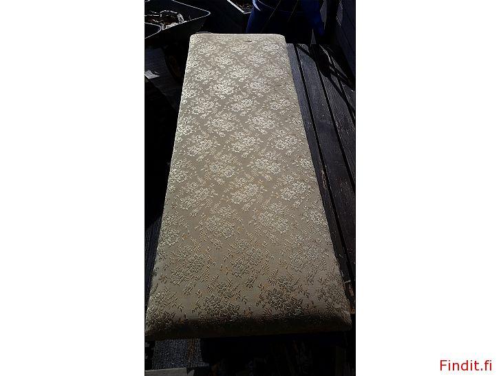 Myydään Tuunausprojekti-Pehmustettu istuinalusta 164cm x 55cm -10e