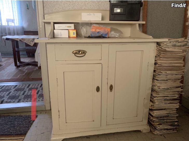 Säljes Olika gamla möbler