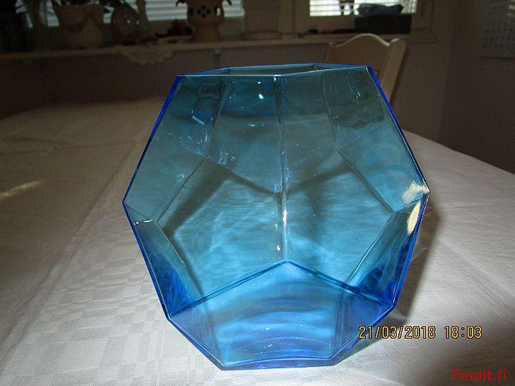Myydään Oiva Toikan sininen monikulmiomaljakko