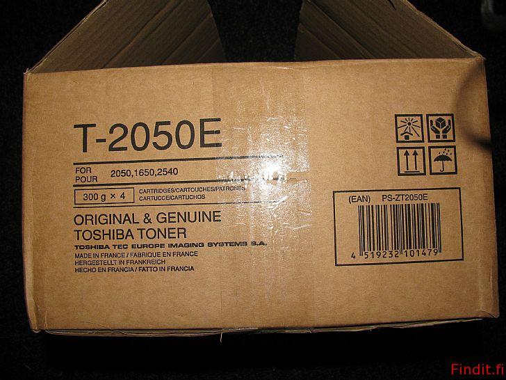 Myydään Toshiba T-2050E värijauhe, musta