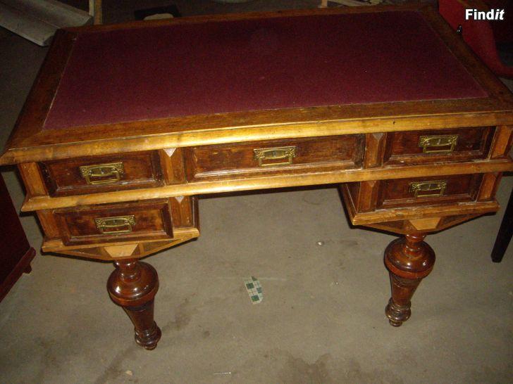 Säljes gammalt skrivbord