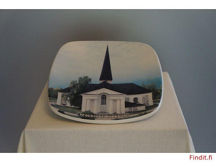 Säljes Arabia samlartallrik Pedersöre kyrka 1985