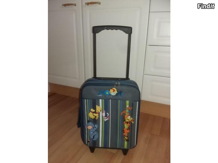 Myydään Vetolaukku-matkalaukku NallePuh hinta 12e