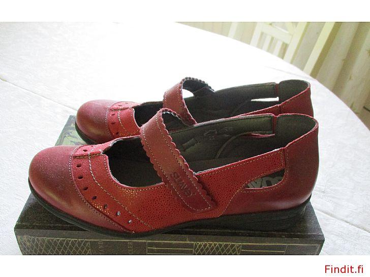Myydään SUAVE punaiset kengät 38