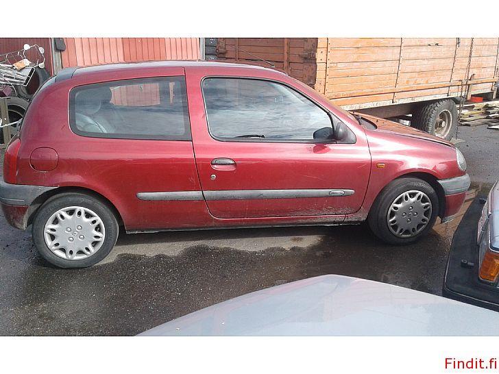 Myydään Renault Clio 1,4 2001 varaosina