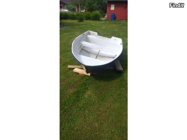 Myydään Liten båt med Tohatsu 5hk snurra