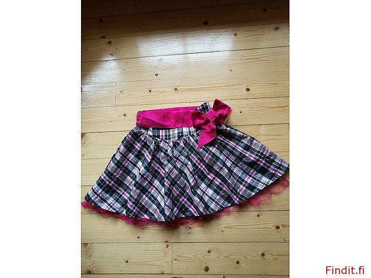 Säljes Rutig kjol nr 128